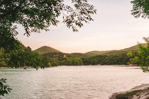Foto stok gratis badan air, bukit, danau, laut