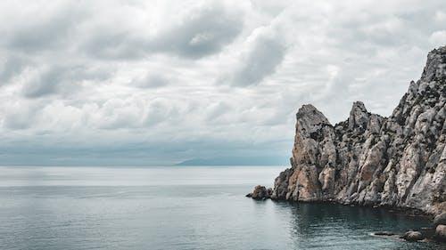 Gratis lagerfoto af bølger, cliff edge, dagtimer, fredelig
