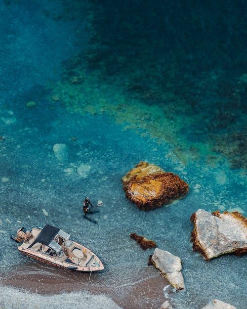 Gratis arkivbilde med båt, bølger, dagslys, dagtid
