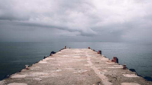 Бесплатное стоковое фото с бетон, вода, горизонт, море