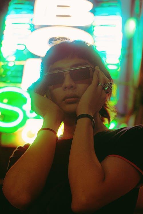 Základová fotografie zdarma na téma brýle, model, na výšku, osoba