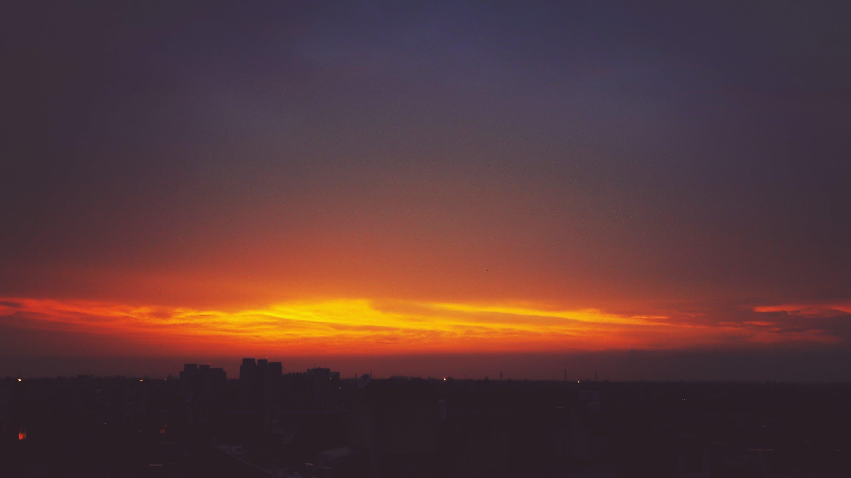 Kostenloses Stock Foto zu blick in den himmel, dämmerung, sonnenuntergang