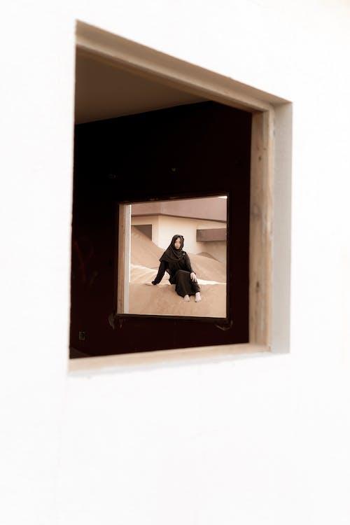abaya, arabská dáma, architektura