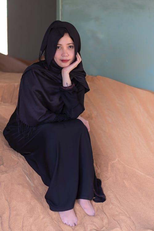 Безкоштовне стокове фото на тему «Абая, арабська леді, місто-привид, пісок»
