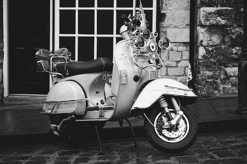 Immagine gratuita di bianco e nero, moto, motocicletta, scooter