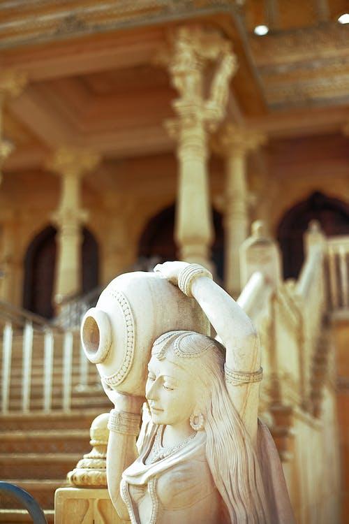 Бесплатное стоковое фото с выборочный фокус, женщина, камень, скульптура