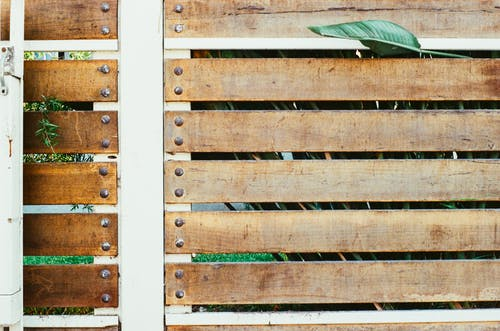 Fotobanka sbezplatnými fotkami na tému ohrada, plot, šerm