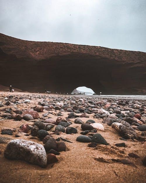 Základová fotografie zdarma na téma červená skála, plážový písek, pohoda, scenérie