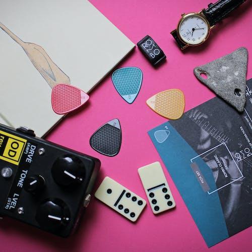 Безкоштовне стокове фото на тему «інструмент, великий план, всередині, гітарні аксесуари»