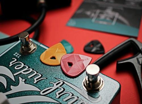 Бесплатное стоковое фото с акустическая гитара, гитарист, гитарные аксессуары, гитары