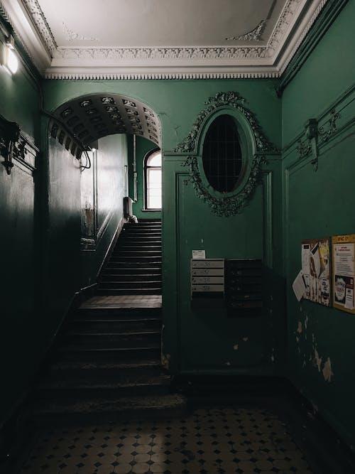 adım atmak, ayna, bina, iç dekorasyon içeren Ücretsiz stok fotoğraf