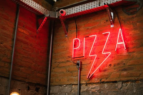Red Pizza Neon Signage