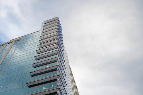 Kostenloses Stock Foto zu architektur, aufnahme von unten, büros, gebäude außen