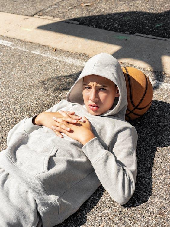 adolescent, alleen, basketbalveld