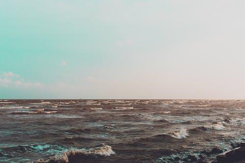 Бесплатное стоковое фото с вода, волны, горизонт, закат