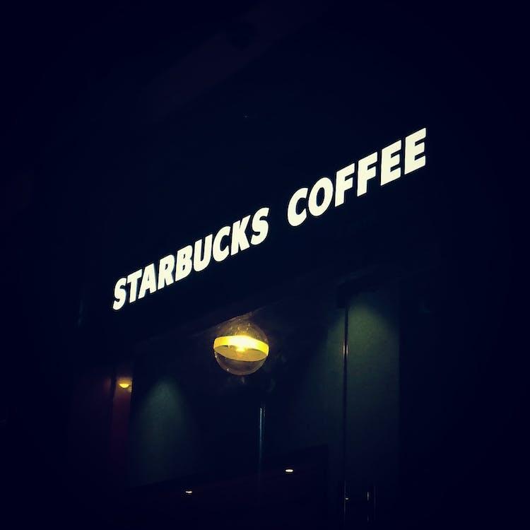 café, illuminé, sombre