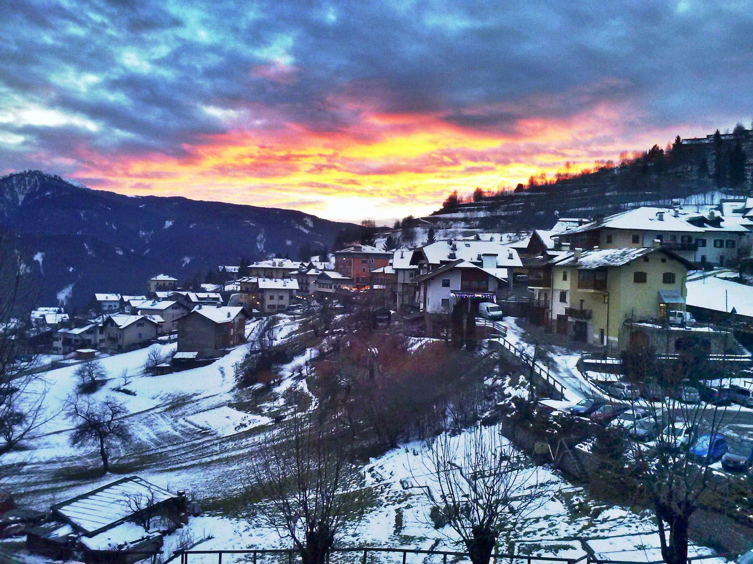 Foto d'estoc gratuïta de alba, capvespre, cases, cel