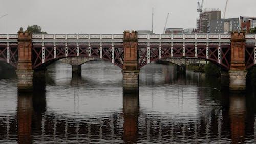 Foto profissional grátis de espaço, estrutura, ponte velha, rio