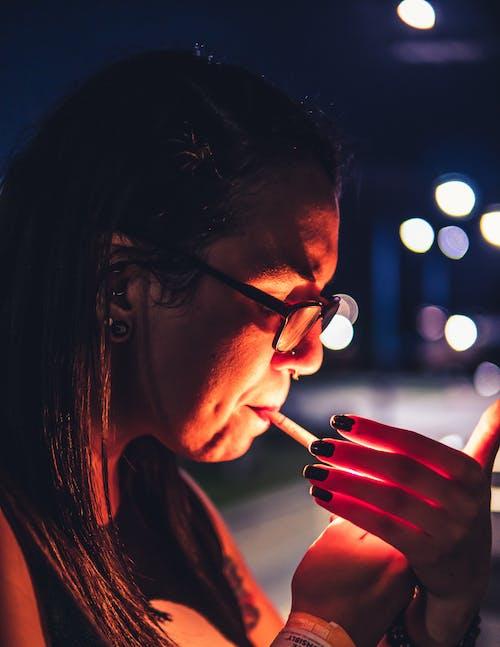光, 戈特, 抽煙, 晚上 的 免费素材照片