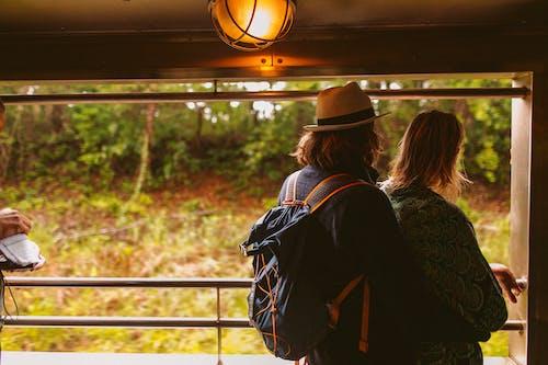 Fotobanka sbezplatnými fotkami na tému batoh, byť spolu, cestovať, denné svetlo