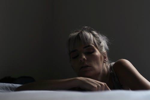 Ilmainen kuvapankkikuva tunnisteilla Kauneus, naine, Surullinen, tumma