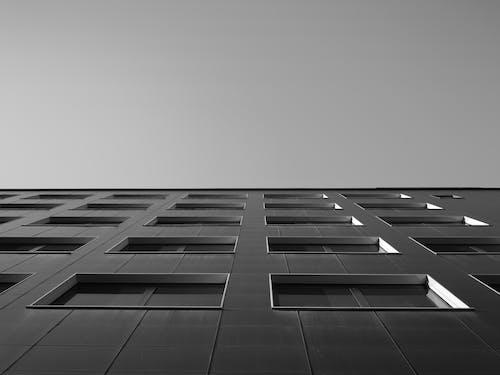 Gratis stockfoto met appartementencomplex, architectuur, bw-fotografie, gezichtspunt