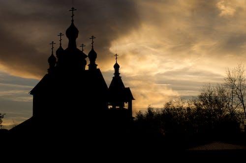 Foto stok gratis awan, bayangan, bayangan hitam, gereja