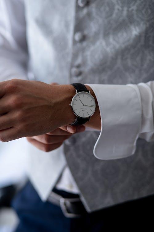 armbåndsur, bruke, ha på seg