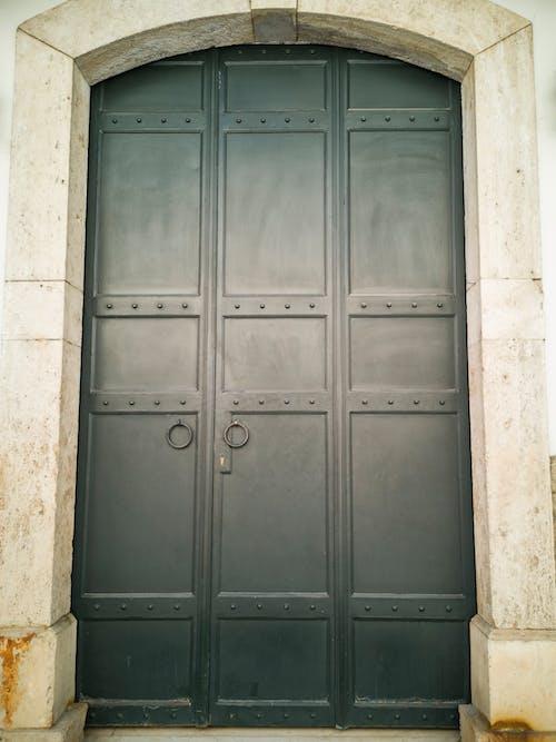 Darmowe zdjęcie z galerii z brama, drzwi, metaliczny, metalowe drzwi