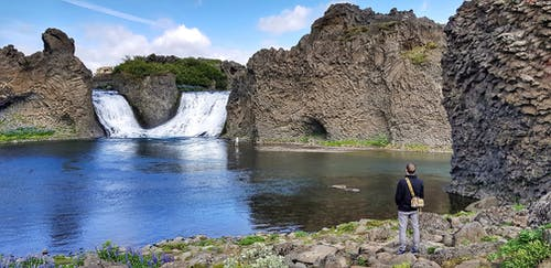 Foto d'estoc gratuïta de assolellat, bell paisatge, bonic paisatge, cascada