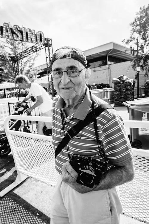 Ảnh lưu trữ miễn phí về giữ, kính mắt, Máy ảnh, Nam giới