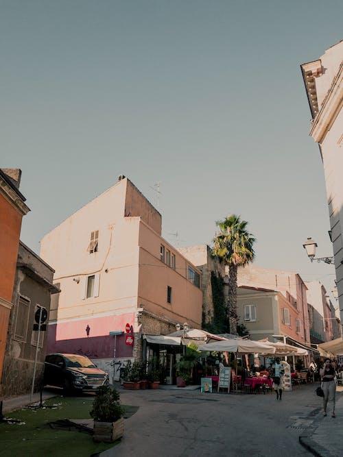人, 咖啡店, 城鎮, 外觀 的 免费素材照片
