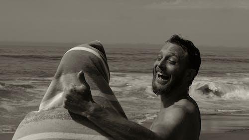 Photos gratuites de amis, bord de mer, content, homme