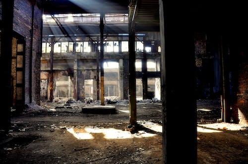 Безкоштовне стокове фото на тему «inustrial будівлі, Ліхтарі, Промені сонця, промисловий»