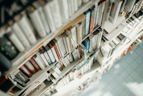 Foto stok gratis baris, berbayang, berfokus, buku-buku