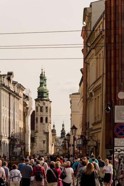 Foto d'estoc gratuïta de atracció turística, ciutat, empresaris, gent caminant