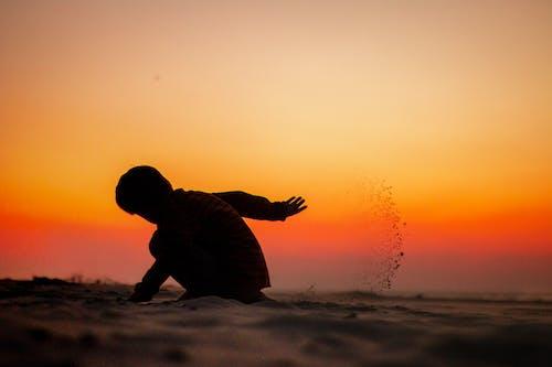 Základová fotografie zdarma na téma batole, dítě, hraní, písek