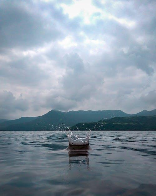 Бесплатное стоковое фото с брызги воды, вертикальный, вода, горизонт