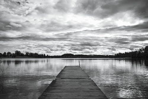 Kostnadsfri bild av horisont, svartvitt, vatten