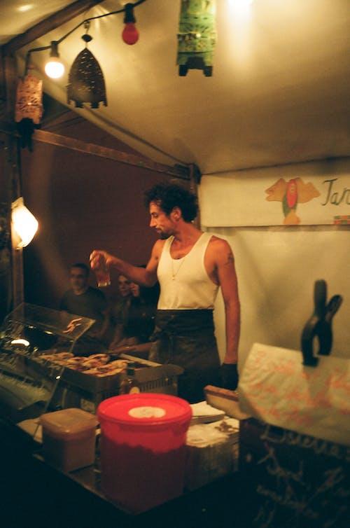 Fotobanka sbezplatnými fotkami na tému človek, gril, grilovanie, muž