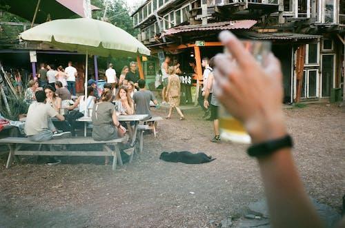 Gratis stockfoto met balk, bar, bier, bij elkaar voegen