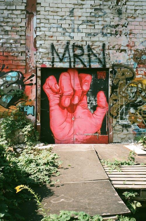 Ilmainen kuvapankkikuva tunnisteilla arkkitehtuuri, graffiti, käsi, katutaide