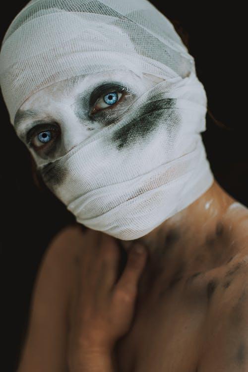Kostnadsfri bild av bandage, blåa ögon, kuslig, kusligt