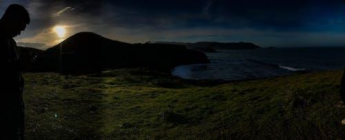 Darmowe zdjęcie z galerii z góry, ocean, słońce, sylwetka