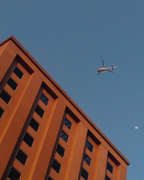 Darmowe zdjęcie z galerii z architektura, budynek, helikopter, latanie