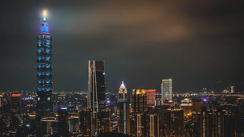 Foto profissional grátis de alto, ao ar livre, arquitetura, centro da cidade