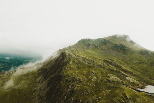 açık hava, çevre, çim, dağ içeren Ücretsiz stok fotoğraf