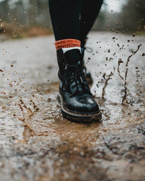 Gratis lagerfoto af beskidt, fodtøj, gade, hakket