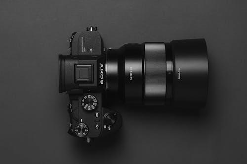 Ilmainen kuvapankkikuva tunnisteilla kamera, kameran linssi, kameran varusteet, keskittyminen