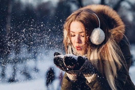 Kostenloses Stock Foto zu kalt, schnee, fashion, person
